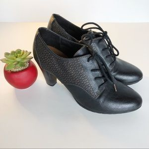 Dr. Scholl's Kallen Oxford Lace-Up Booties. 8.